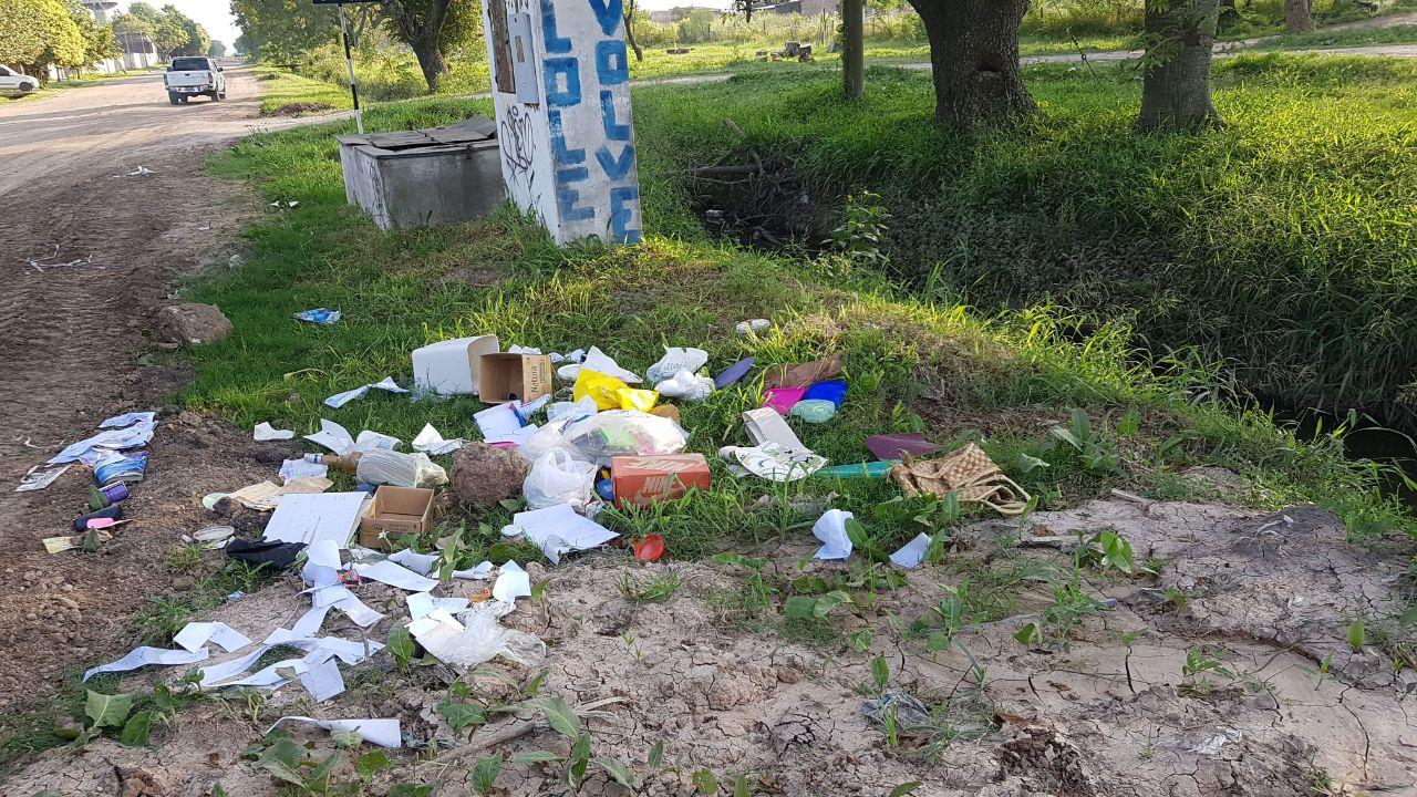 El municipio recuerda que esta PROHIBIDO arrojar basura en la vía pública