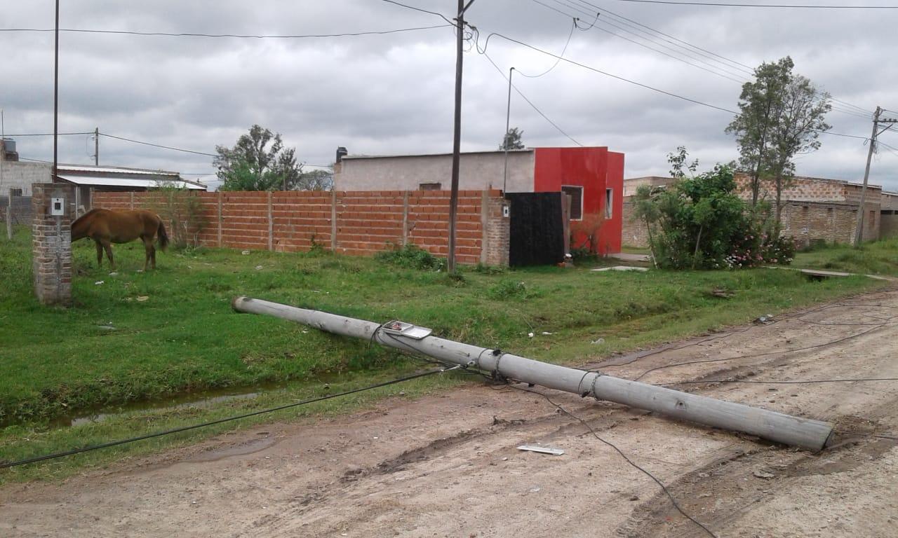 El municipio solicitó a TELECOM el cambio de postes averiados